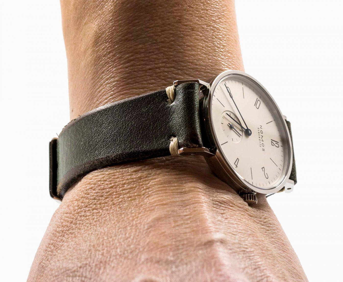 Nomos_tangente_vintage_leather_military_green_watchbandit_original