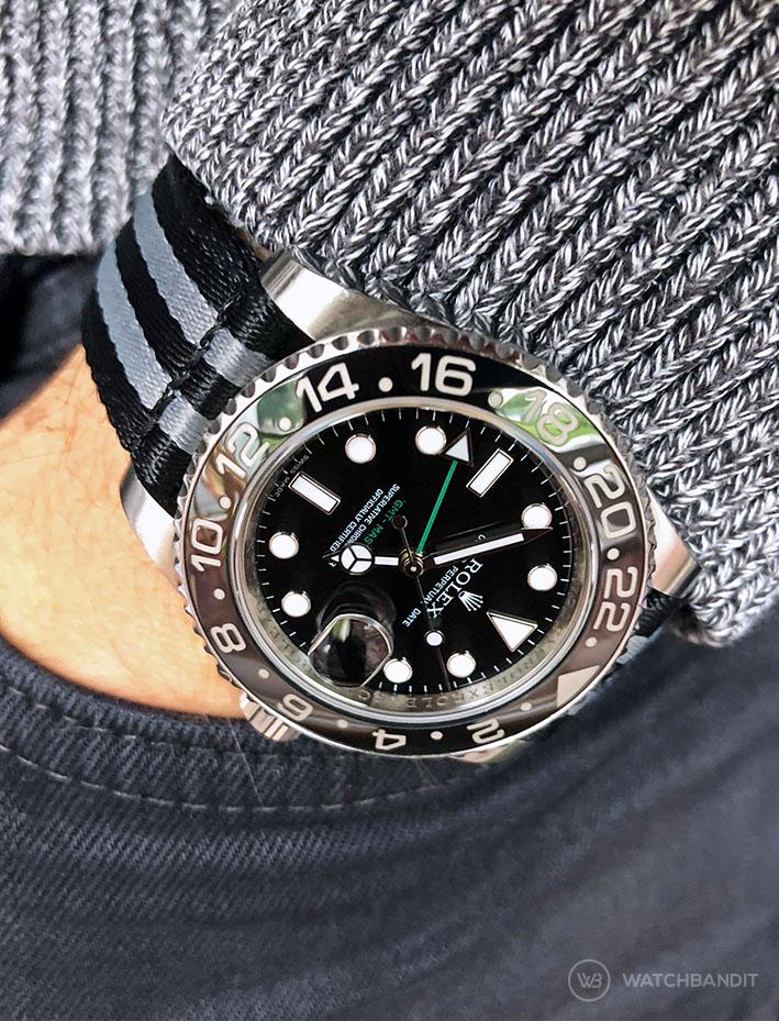 Rolex GMT Master II am schwarz-grauen zweiteiligen NATO Uhrenarmband von Watchbandit