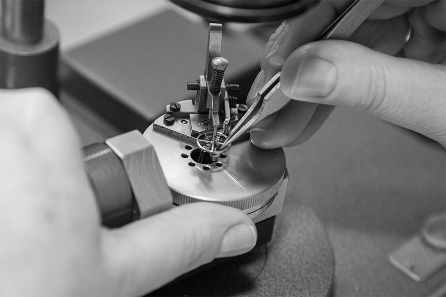 Raketa watches movement assembling