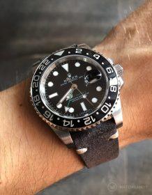Rolex GMT Master II am dunkelgrauen WIldlederarmband von Watchbandit