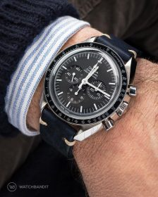 Omega Speedmaster an mitternachtblauem Lederarmband von Watchbandit