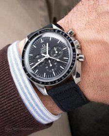Omega Speedmaster an schwarzem Canvas Uhrennarmband von Watchbandit