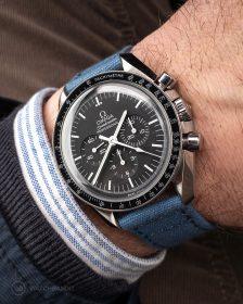 Omega Speedmaster an blauem Canvas Uhrennarmband von Watchbandit