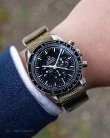 Omega Speedmaster an grünem NATO Uhrennarmband von Watchbandit