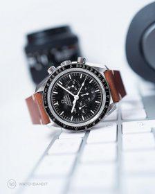 Omega Speedmaster an braunem vintage Lederarmband von Watchbandit