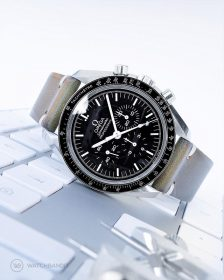 Omega Speedmaster an grünem vintage Lederarmband von Watchbandit