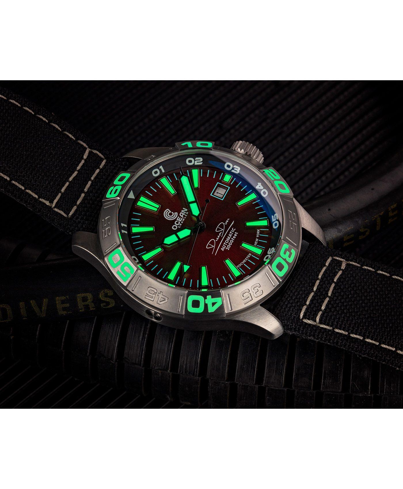 WB Ocean Crawler Dream Diver Dream Diver Red Dial lume