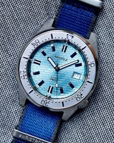 Squale 1521 Series 026 ONDA AQUA on blue Watchbandit NATO strap