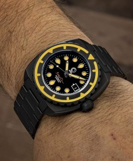 Esoteric-Watches_Bathyal Oscuro_wristshot