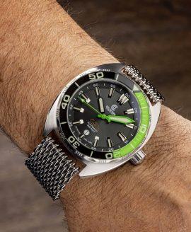 Ocean Crawler Core Diver Green Black v3 wrist shot