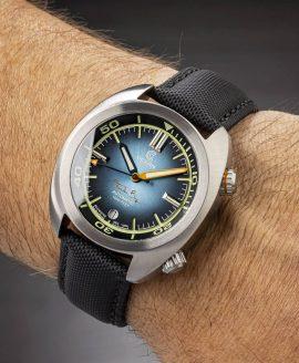 Ocean Crawler Great Lakes Diver Gradient Blue V2 wrist shot