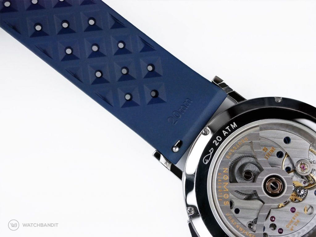Tropical Kautschul Uhrenarmband Rückseite mit Quick Release Nahaufnahme an einer NOMOS Ahoi Atlantik