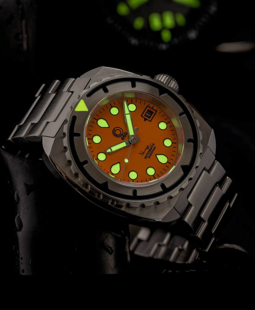 Esoteric-Watches_Bathyal Naranja_lume shot