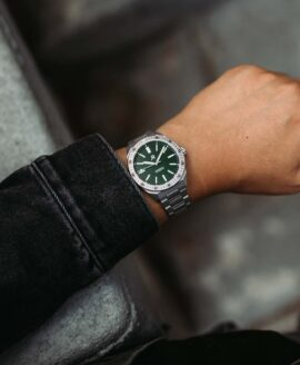 RZE - Endeavour - Hunter Green - wrist shot